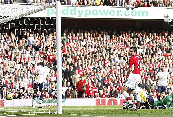 Robin van Persie goal v Tottenham